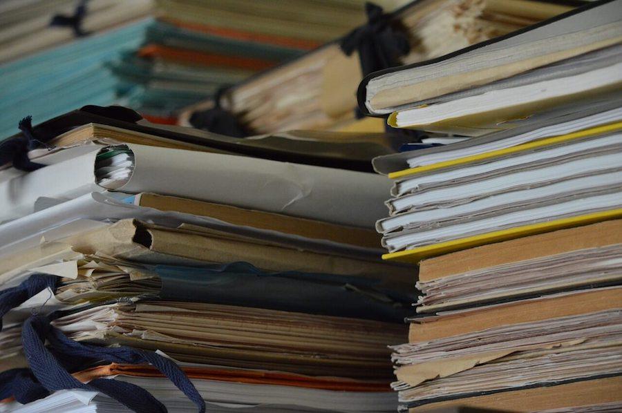 fotografija raznih dokumenata i fajlova