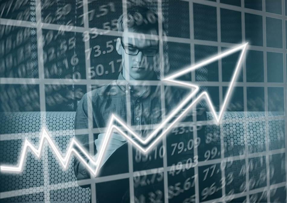 Dekorativna slika za financije - muškarac okružen brojkama zapisuje